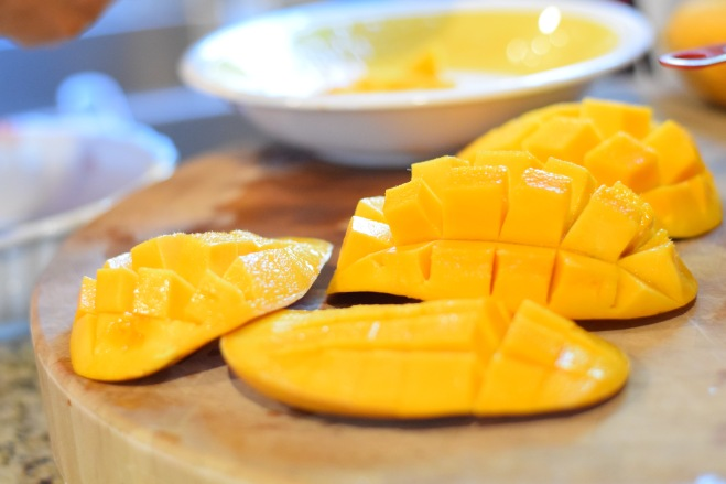 freshly-cut-mangoes